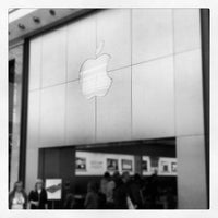 Photo taken at Apple Manchester Arndale by Danny D. on 5/13/2012