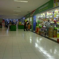 Photo taken at Giant Hypermarket by Raden mas Donny on 3/2/2012