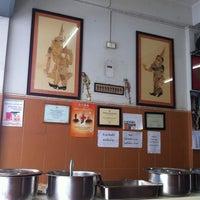Photo taken at ร้านอาหาร ปักษ์ใต้พัทลุง by Janejira T. on 7/6/2012
