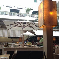 Foto tirada no(a) Dado Garden Grill por Eliana Y. em 2/25/2012