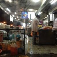Photo taken at Restoran Xia Seng 香城海鲜餐室 by Sophia on 7/14/2012