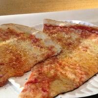 Das Foto wurde bei T. Anthony's Pizzeria von Dan M. am 6/20/2012 aufgenommen