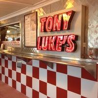 Das Foto wurde bei Tony Luke's von Melinda H. am 6/9/2012 aufgenommen