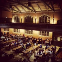 Photo prise au Bartlett Dining Commons par Mike F. le3/10/2012