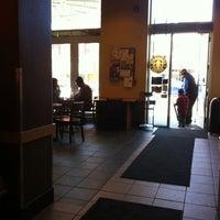 Foto tirada no(a) Starbucks por Craig B. em 3/10/2012