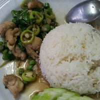 Photo taken at ดิโอเอซิส อาหารอิสลาม by Somchai A. on 5/24/2012