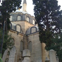 Photo taken at Nurbanu Valide-i Atik Sultan Camii by Mesud U. on 8/19/2012