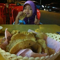 Photo taken at Wan Husna Tomyam by Fahmy A. on 7/13/2012