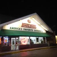 Photo taken at Krispy Kreme Doughnuts by Arnaldo R. on 3/25/2012