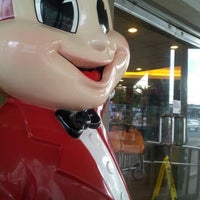 Photo taken at Jollibee / Greenwich Pizza by vin a. on 6/7/2012