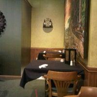 Das Foto wurde bei Pappageorge Restaurant & Bar von Brittney H. am 4/28/2012 aufgenommen