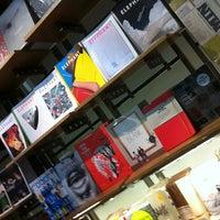 Foto scattata a Magma Books da Intelligensius A. il 9/2/2012