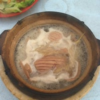 Photo taken at 食味香瓦煲肉骨荼 Bak Kut Teh by Eddie Wong Y. on 4/20/2012
