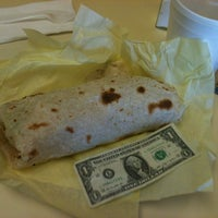 Foto tomada en JV's Mexican Food por Jennifer N. el 6/10/2012