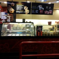Photo taken at Cold Stone Creamery by Yunhye P. on 3/22/2012