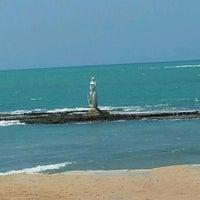 Foto tirada no(a) Praia Mirante da Sereia por Kátia X. em 9/11/2012