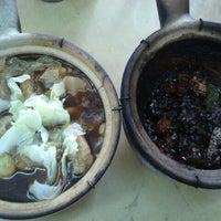 Photo taken at 洪记(干)砂煲肉骨茶 (巴生) by Jeanette N. on 3/4/2012