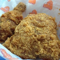 Photo taken at Popeyes Louisiana Kitchen by Andrew T. on 3/22/2012