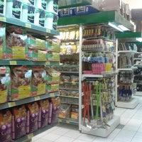 Photo taken at Cobasi by Nathalia F. on 6/27/2012