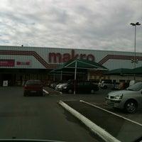 Photo taken at Makro Atacado by Tatiane d. on 6/2/2012