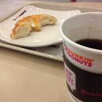 Photo taken at Dunkin Donuts by mingi h. on 3/8/2012