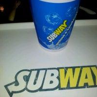 Foto tirada no(a) Subway por Rodrigo T. em 2/25/2012