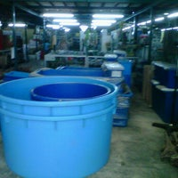 Photo taken at Dragon Aquatic Supplier by Izm I. on 2/11/2012