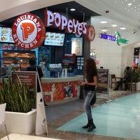Photo taken at Popeyes by Sonyhs on 10/3/2013