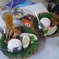 Photo taken at Resto Kampoeng by Aisyah F. on 4/8/2014