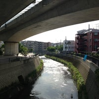 Photo taken at かるがも橋 by Nao on 5/18/2013
