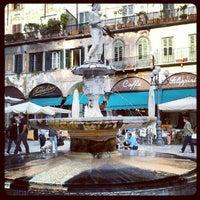 Foto scattata a Piazza delle Erbe da Emanuele P. il 10/7/2012