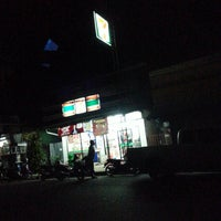 Photo taken at 7-11 สะพานดำ by ตายไปแล้ว ส. on 7/31/2013
