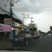 Photo taken at 7-11 สะพานดำ by ตายไปแล้ว ส. on 7/19/2013