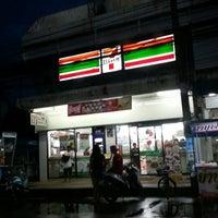 Photo taken at 7-11 ถนนกันทรลักษ์ by ตายไปแล้ว ส. on 7/26/2014