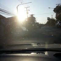 Photo taken at 7-11 สะพานดำ by ตายไปแล้ว ส. on 1/30/2014