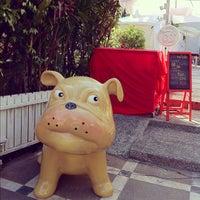 Photo taken at หมาใจดำ by Somsakdi s. on 12/8/2012