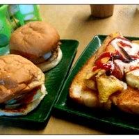 Photo taken at Zaidi Oblong Burger by Katsutoshi H. on 11/22/2014