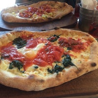 Photo prise au Very Italian Pizza VIP par Petek K. le7/19/2015