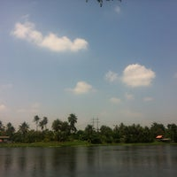 Photo taken at วัดท่าข้าม สามพราน by bow .. on 4/5/2015