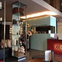 Foto tomada en Hotel Villa Emilia por Sarah M. el 12/1/2012