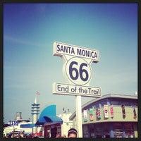 """Foto diambil di Santa Monica Route 66 """"End of the Trail"""" oleh Whitney L. pada 3/26/2013"""