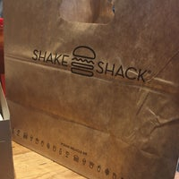 Das Foto wurde bei Shake Shack von Inna K. am 10/13/2017 aufgenommen
