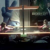 Foto scattata a Eton Square 6 Cinemas da Kristine D. il 12/27/2012