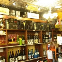 Das Foto wurde bei Ambassador Wines & Spirits von Ambassador Wines & Spirits am 11/10/2014 aufgenommen