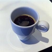 Foto diambil di Menzies Business Lounge oleh Maria B. pada 9/28/2012