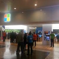 Foto tirada no(a) Microsoft Store por Paul M. em 4/27/2013