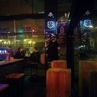 Das Foto wurde bei The International Beer Bar von Andriy M. am 2/25/2018 aufgenommen