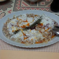 Photo taken at Öz Kafeterya Kayseri Mantıcısı by Savaş👑 Y. on 11/7/2012