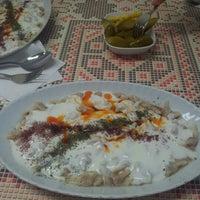 Photo taken at Öz Kafeterya Kayseri Mantıcısı by Savaş👑 Y. on 11/28/2012