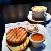 9/18/2012에 Gabriela F.님이 Central Cafe에서 찍은 사진